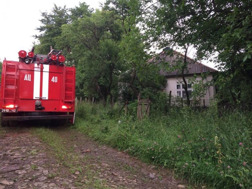 На Іршавщині удар блискавки у жиловий будинок спричинив пожежу: фото, фото-2
