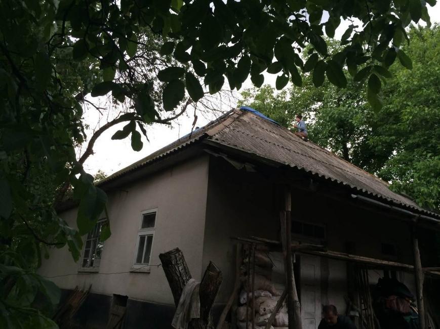 На Іршавщині удар блискавки у жиловий будинок спричинив пожежу: фото, фото-1