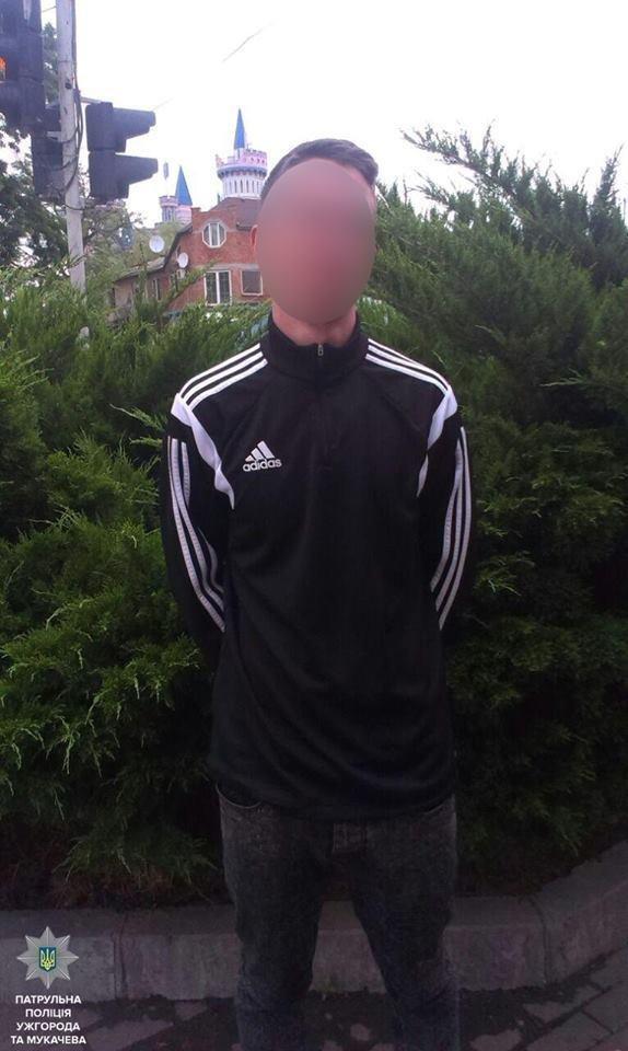 В Ужгороді на Собранецькій патрульні затримали молодиків із револьвером та кастетом: фото, фото-3