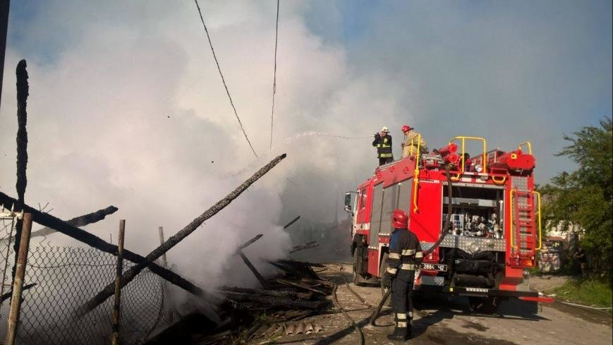 На Рахівщині сталась масштабна пожежа на деревообробному підприємстві: фото, фото-2