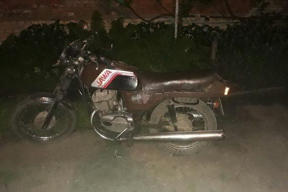 На Ужгородщині серед ночі чоловік на мотоциклі здійснив наїзд на жінку - потерпіла у лікарні: фото, фото-2