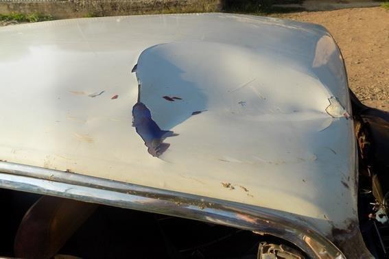 На Закарпатті 15-річний хлопець вкрав у знайомого авто, втрапив у ДТП і втік: фото, фото-1
