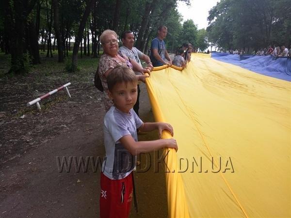 На Донбасі розгорнули найбільший у світі державний прапор: фото, фото-3