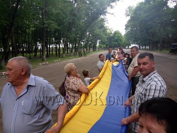 На Донбасі розгорнули найбільший у світі державний прапор: фото, фото-5