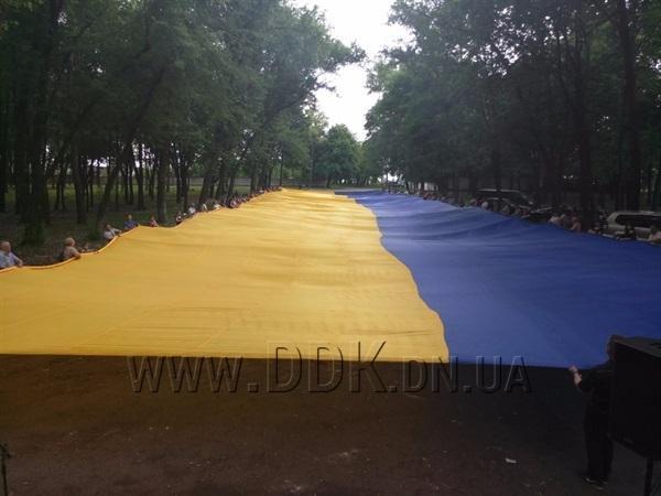 На Донбасі розгорнули найбільший у світі державний прапор: фото, фото-1