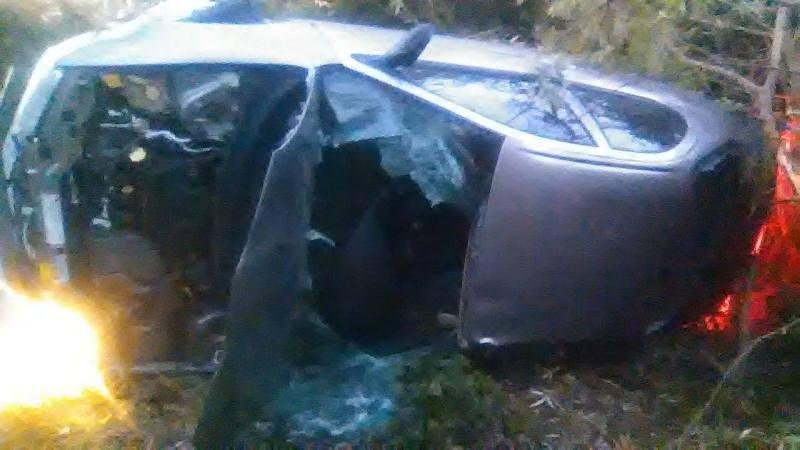 """На Закарпатті водія розбитого """"Крайслера"""" діставали рятувальники: хлопець у критичному стані (ФОТО), фото-1"""