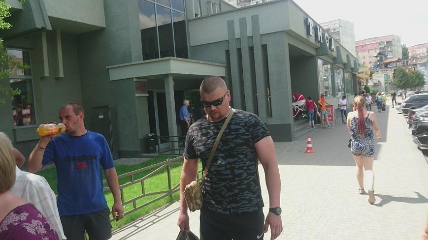 В Ужгороді на Грушевського серед білого дня сталася різанина у п'яній компанії: фото, відео, фото-2