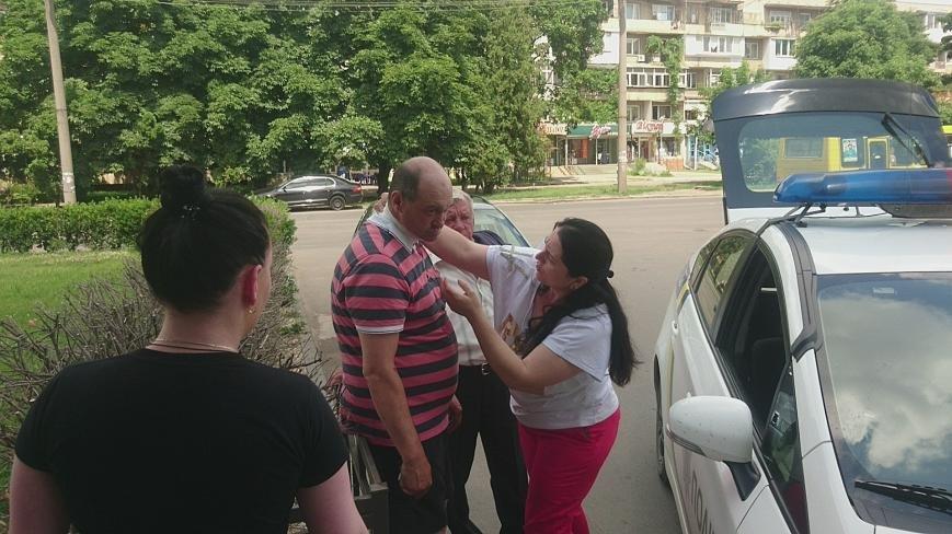 В Ужгороді на Грушевського серед білого дня сталася різанина у п'яній компанії: фото, відео, фото-11