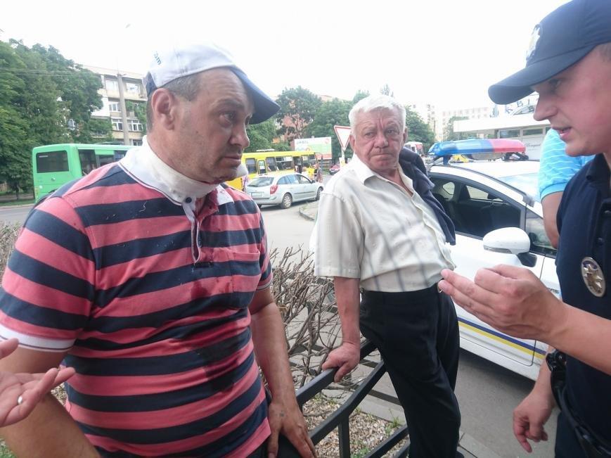 В Ужгороді на Грушевського серед білого дня сталася різанина у п'яній компанії: фото, відео, фото-8