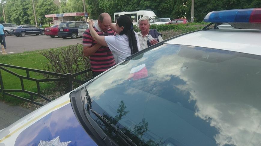 В Ужгороді на Грушевського серед білого дня сталася різанина у п'яній компанії: фото, відео, фото-3