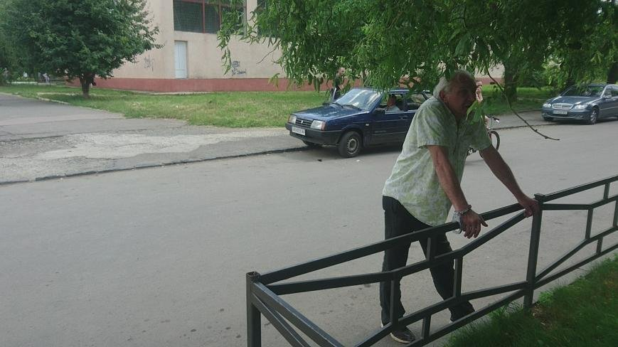 В Ужгороді на Грушевського серед білого дня сталася різанина у п'яній компанії: фото, відео, фото-6