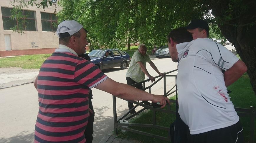 В Ужгороді на Грушевського серед білого дня сталася різанина у п'яній компанії: фото, відео, фото-4