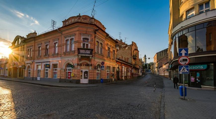 Фотограф у соцмережі опублікував світлини неймовірного ранкового Ужгорода, фото-5