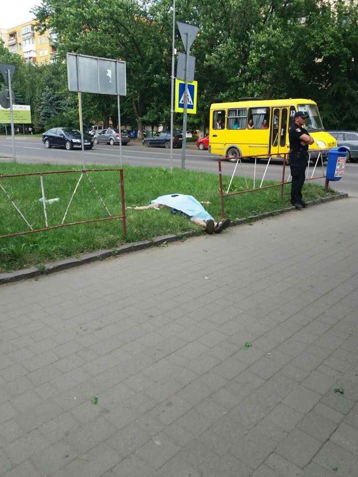 В Ужгороді на Минайській виявили тіло людини: фото, фото-1