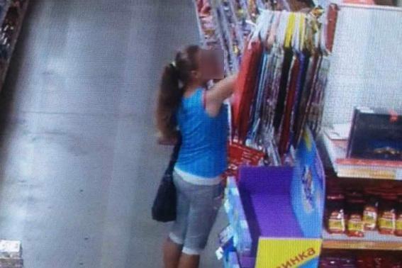 У Мукачеві дитина вкрала із магазину шоколад на 340 гривень: фото, фото-1