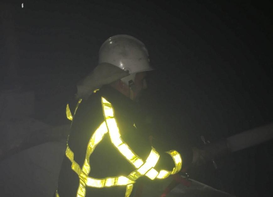 Хустський район: вогнеборці ліквідували пожежу у цеху та врятували будинок (ФОТО), фото-1