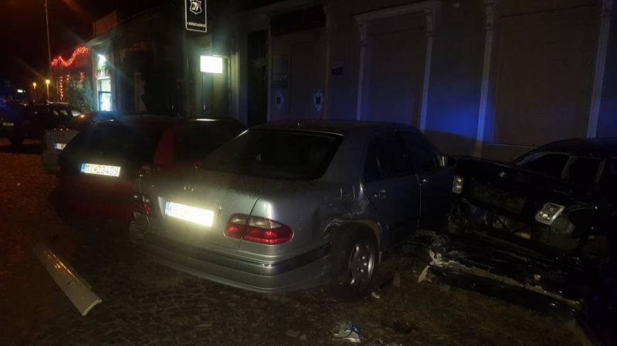"""В Ужгороді """"БМВ"""" протаранив 5 машин і в'їхав у терасу кафе """"Сезар"""": фото, фото-5"""