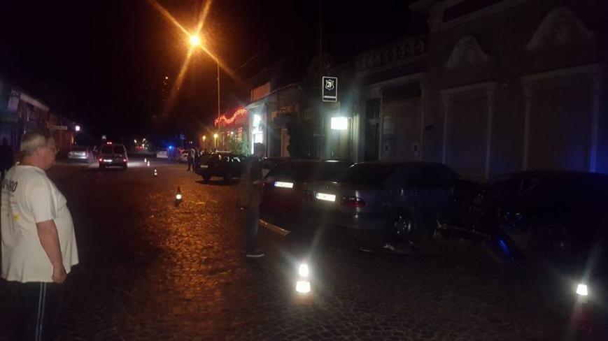 """В Ужгороді """"БМВ"""" протаранив 5 машин і в'їхав у терасу кафе """"Сезар"""": фото, фото-3"""