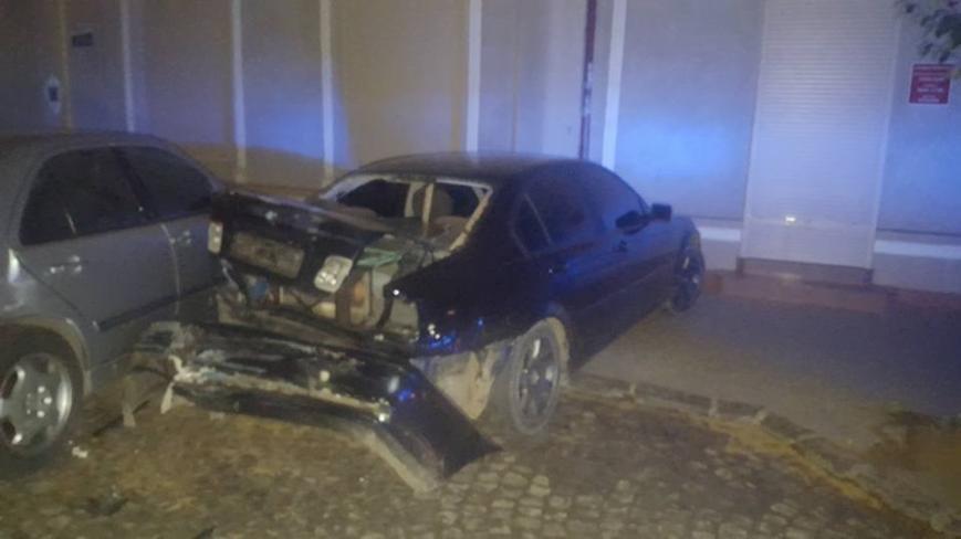"""В Ужгороді """"БМВ"""" протаранив 5 машин і в'їхав у терасу кафе """"Сезар"""": фото, фото-4"""
