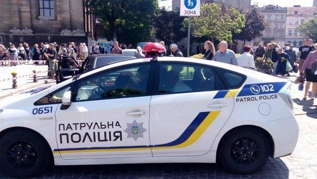 У центрі Львова машина влетіла у натовп людей: загинула жінка, є поранені, фото-1