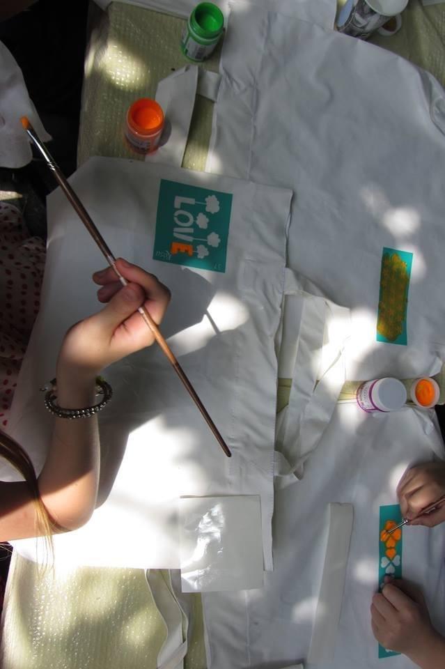 """В Ужгороді діти малювали на екологічних торбах слово  """"LOVE"""": фото, фото-4"""