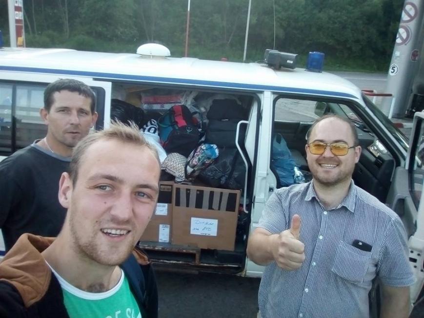 """Закарпатські священики привезли військовим на Донеччину дві карети """"швидкої"""": фото, фото-3"""