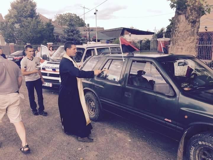 """Закарпатські священики привезли військовим на Донеччину дві карети """"швидкої"""": фото, фото-1"""