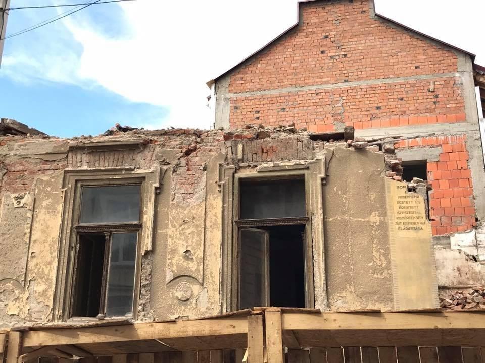 В Ужгороді екскаватором знесли історичну будівлю: фото, відео, фото-5