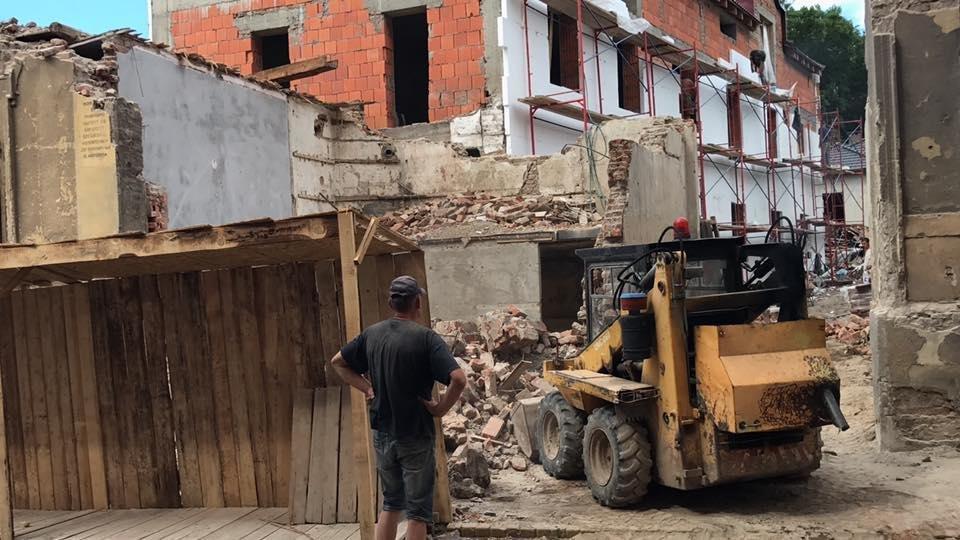 В Ужгороді екскаватором знесли історичну будівлю: фото, відео, фото-3