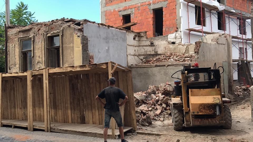 В Ужгороді екскаватором знесли історичну будівлю: фото, відео, фото-4