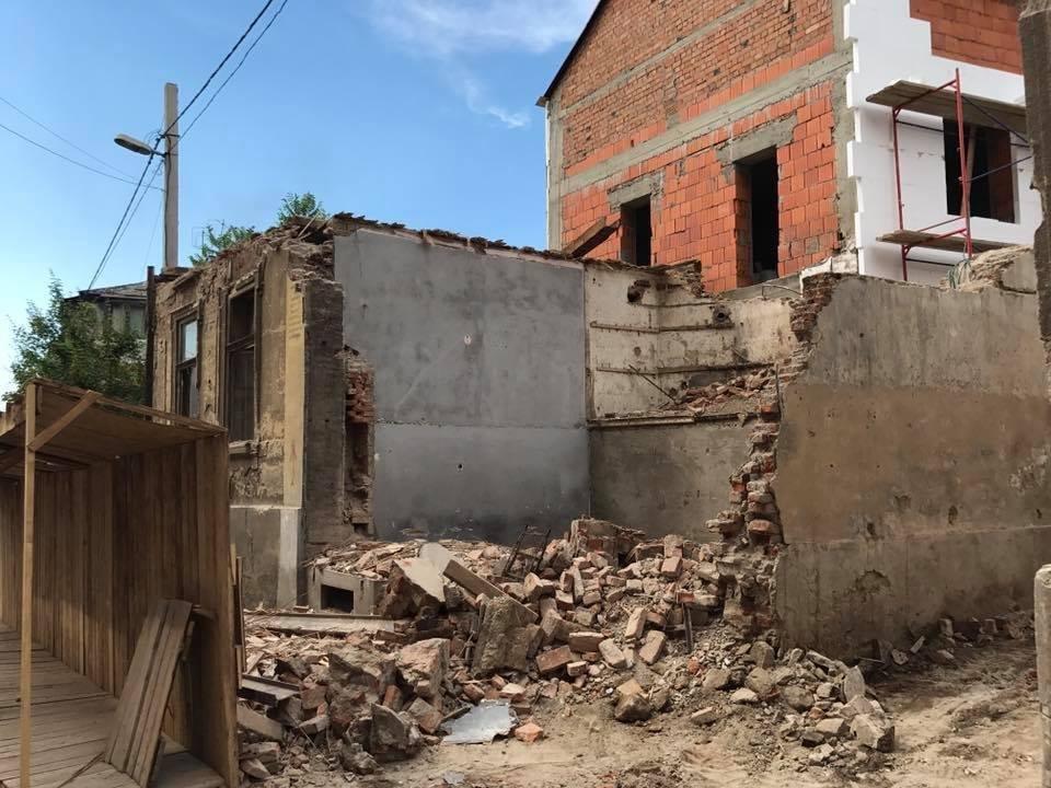 В Ужгороді екскаватором знесли історичну будівлю: фото, відео, фото-6
