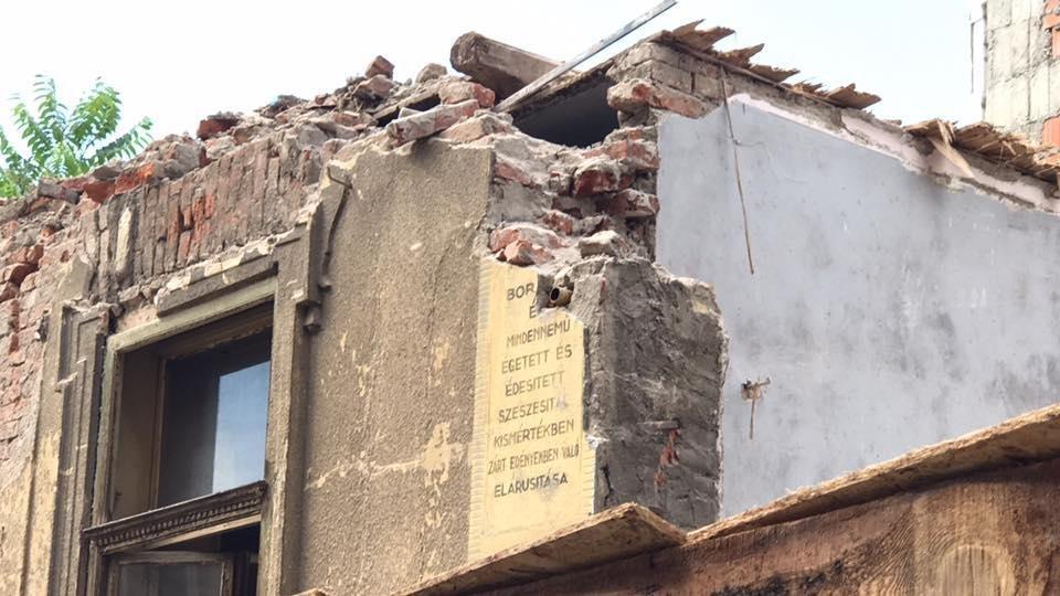 В Ужгороді екскаватором знесли історичну будівлю: фото, відео, фото-1