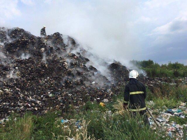 Рятувальники повідомили деталі масштабної пожежі на сміттєзвалищі на Іршавщині: фото, фото-2