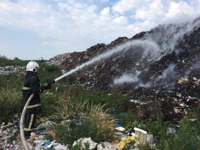 Рятувальники повідомили деталі масштабної пожежі на сміттєзвалищі на Іршавщині: фото, фото-3