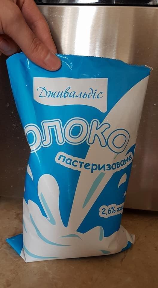 В ужгородському магазині продали зіпсоване молоко, на якому дата придатності виправлена ручкою: фото, фото-2