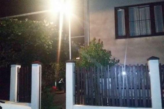 На Мукачівщині юнак встромив ніж у шию та груди своєму вітчиму і втік від поліції: фото, фото-2
