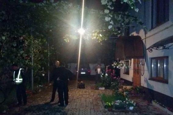 На Мукачівщині юнак встромив ніж у шию та груди своєму вітчиму і втік від поліції: фото, фото-3