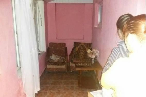 На Мукачівщині юнак встромив ніж у шию та груди своєму вітчиму і втік від поліції: фото, фото-1