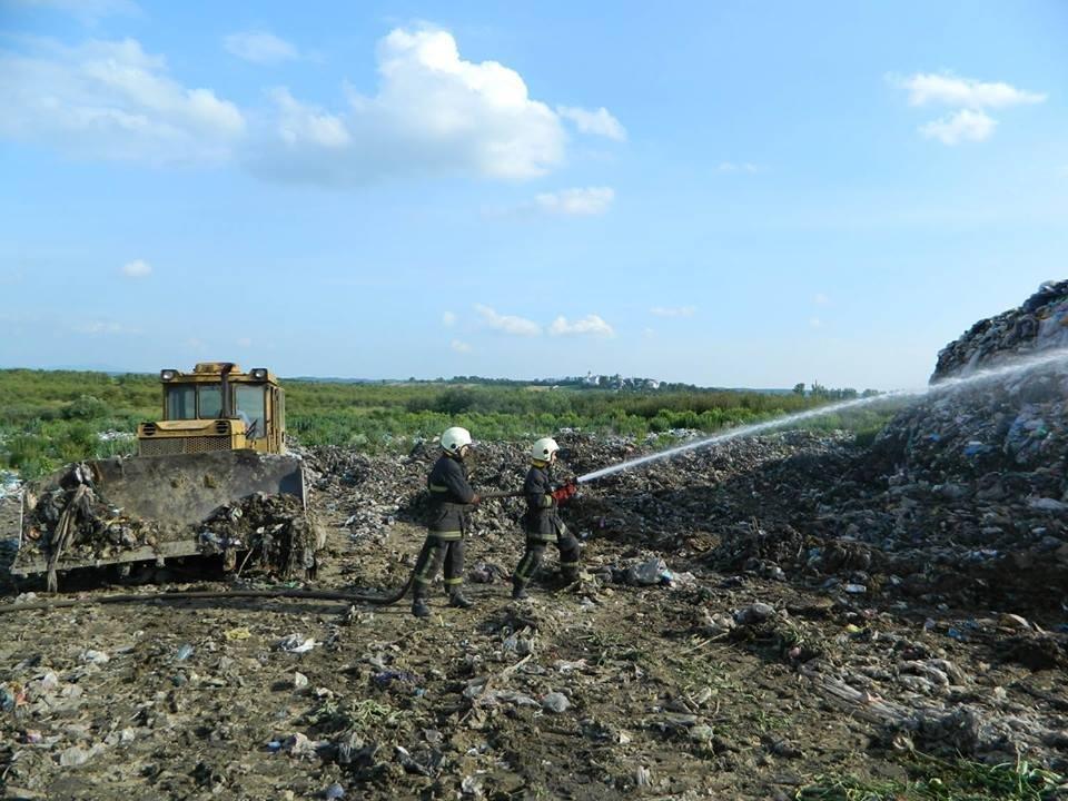 Сміттєзвалище біля Іршави знову загорілося: фото, фото-2