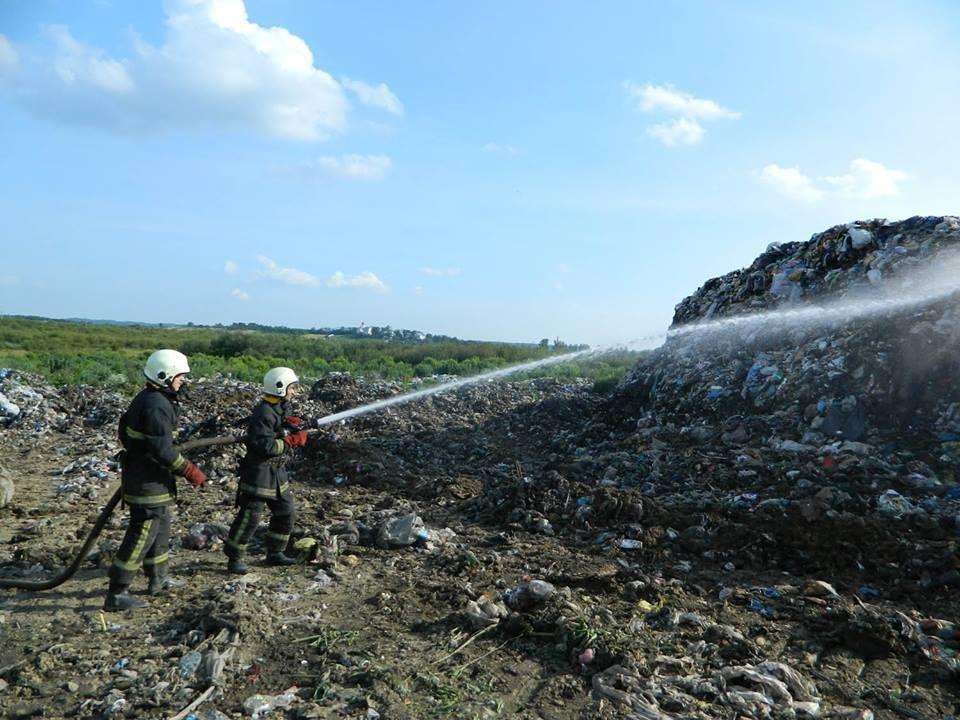 Сміттєзвалище біля Іршави знову загорілося: фото, фото-3
