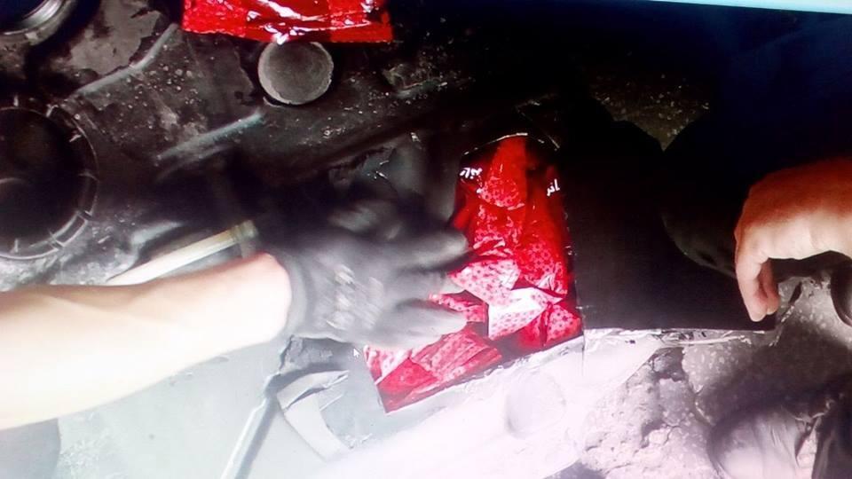 """На КПП """"Тиса"""" у контрабандиста забрали 72 кг тютюну і """"Фольксваген"""" за 265 000: фото, фото-2"""