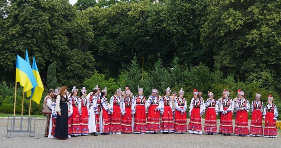 Ужгород вже почав святкувати День Конституції: фото, фото-5