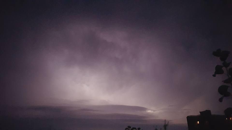 У соцмережі опублікували фото нічної блискавки над Ужгородом, фото-3