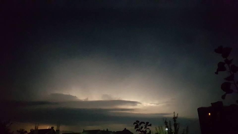 У соцмережі опублікували фото нічної блискавки над Ужгородом, фото-8