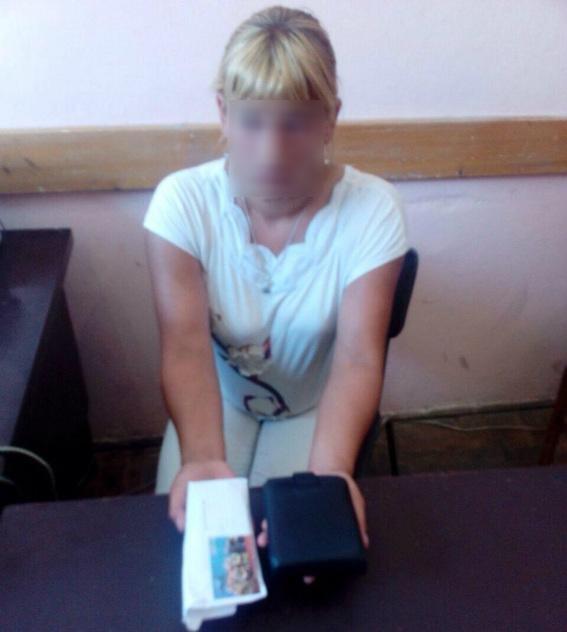 У Мукачеві жінка украла у чоловіка гроші, сіла у таксі і поїхала додому: фото, фото-1