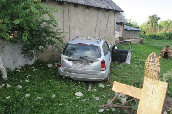 """Біля Хуста """"Форд"""" врізався у стіну - водій помер у реанімації: фото, фото-2"""