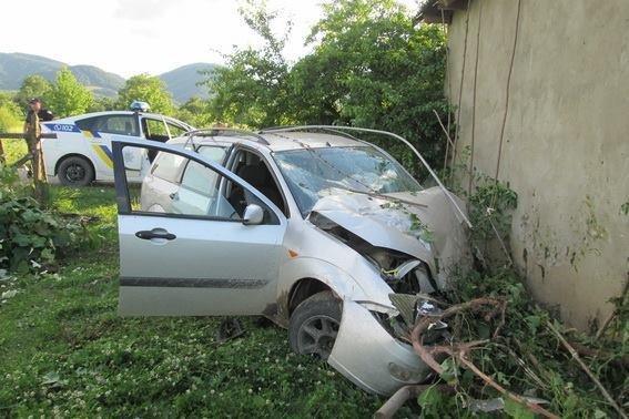 """Біля Хуста """"Форд"""" врізався у стіну - водій помер у реанімації: фото, фото-1"""
