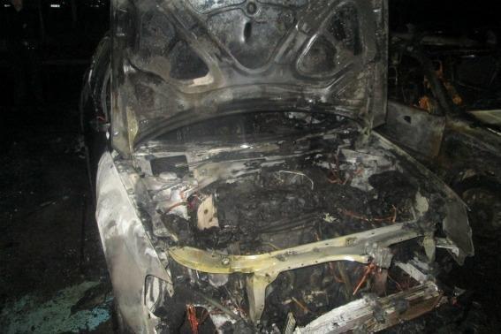 """В Ужгороді на 8 Березня підпалили """"Volkswagen"""" -  разом з ним горіли """"Suzuki"""" і """"Daewoo"""": фото, фото-3"""