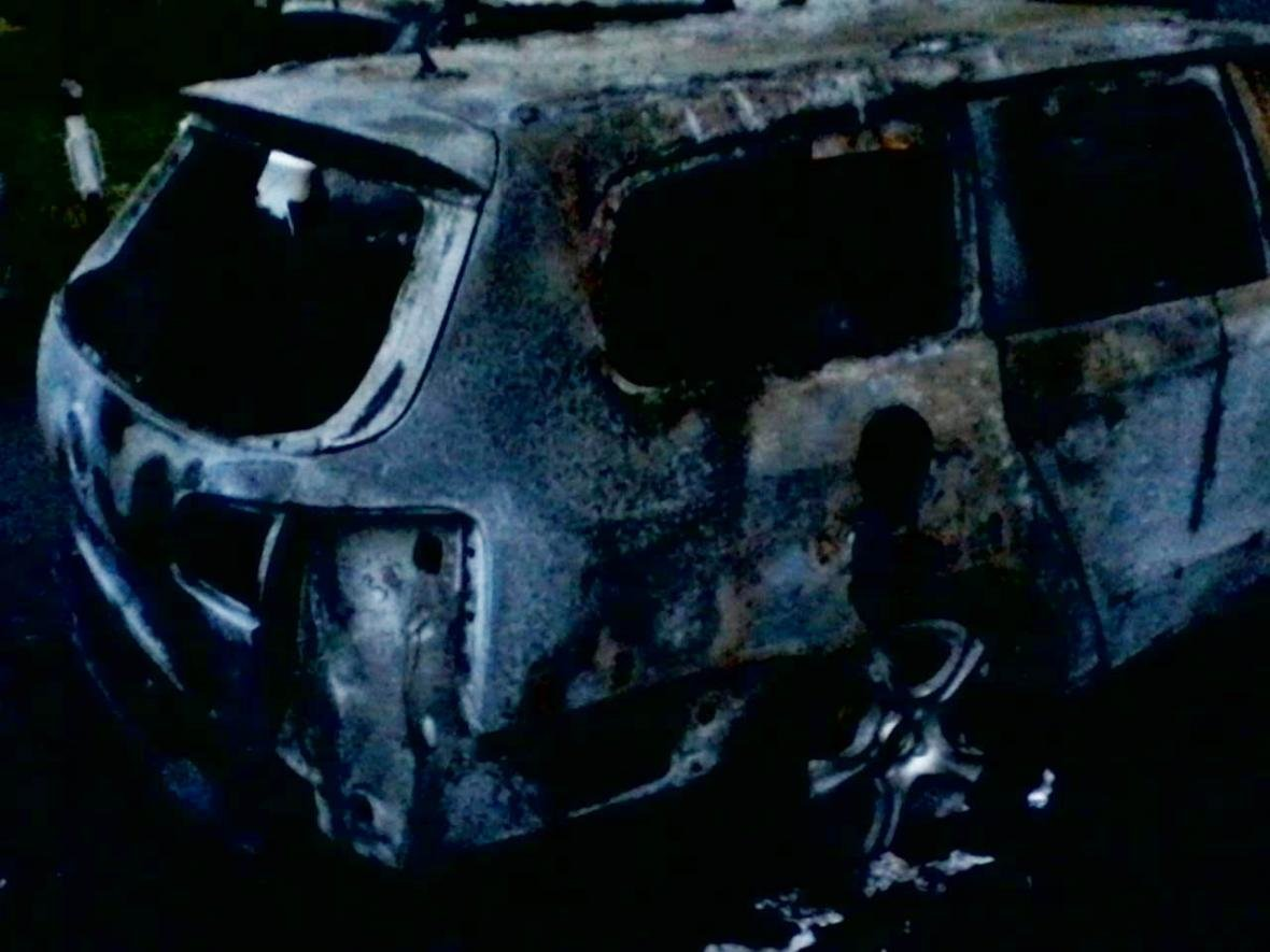 """В Ужгороді на 8 Березня підпалили """"Volkswagen"""" -  разом з ним горіли """"Suzuki"""" і """"Daewoo"""": фото, фото-1"""