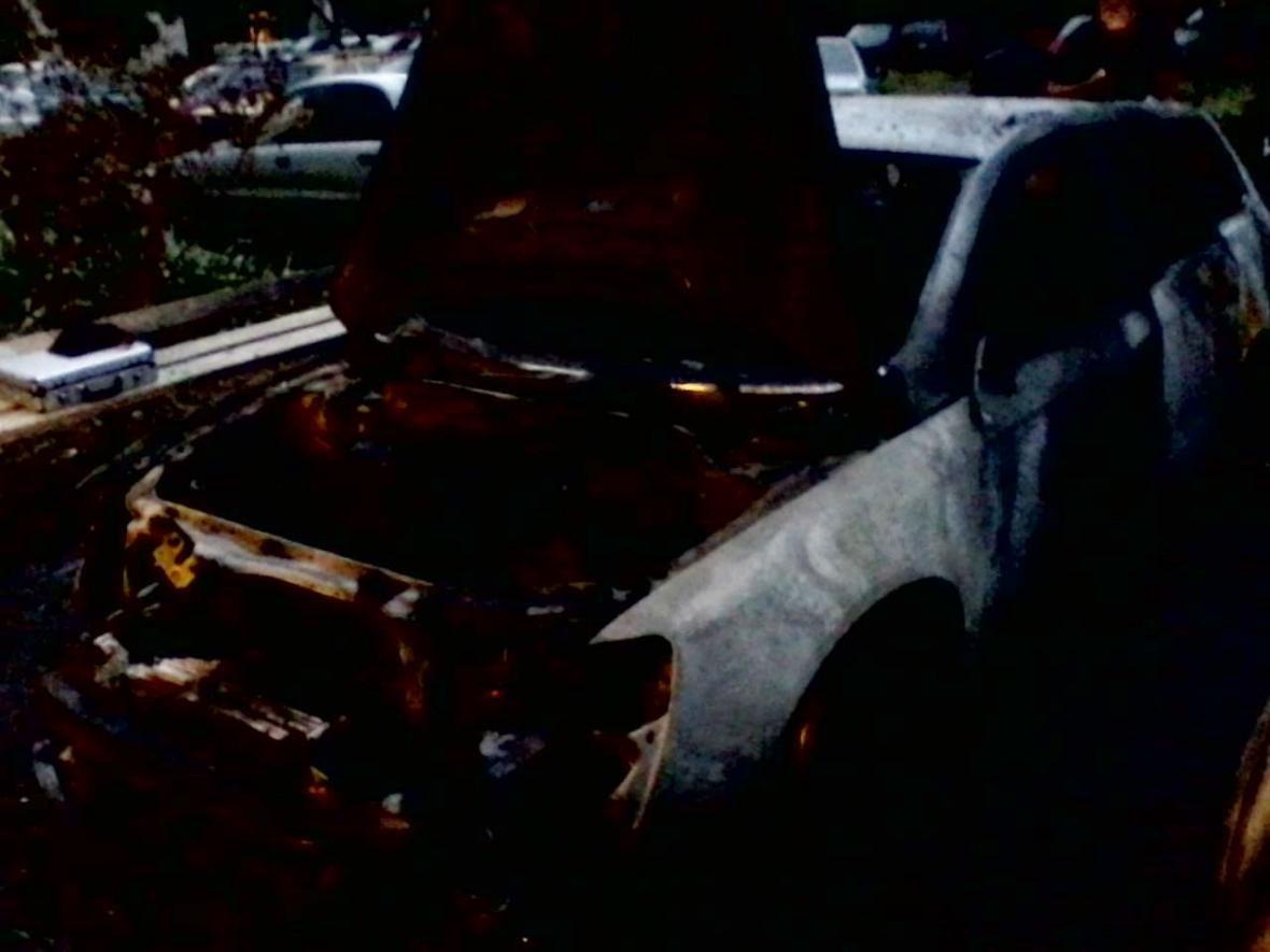 """В Ужгороді на 8 Березня підпалили """"Volkswagen"""" -  разом з ним горіли """"Suzuki"""" і """"Daewoo"""": фото, фото-2"""